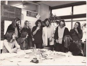 Tim de Jonge en zijn studiegenoten van Volkshuisvesting.